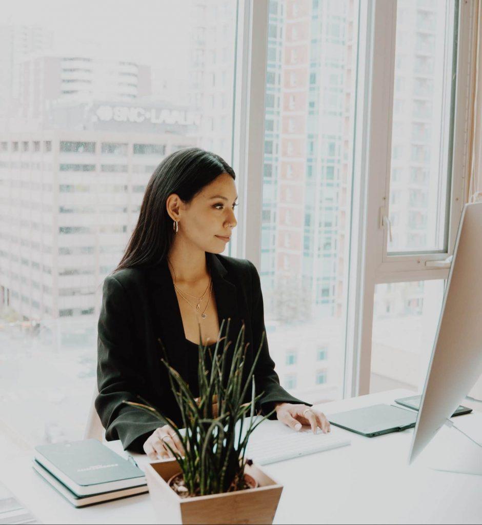 Female business litigation lawyer - Melbourne Law Studio